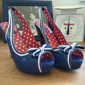 Retro Pinup Couture Pumps Navy with White Size 8
